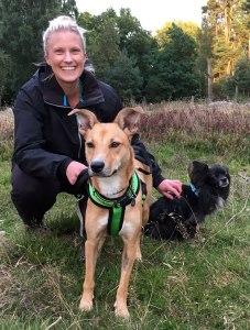Ida G Boijsen med hundarna Jinkx och Lilly.
