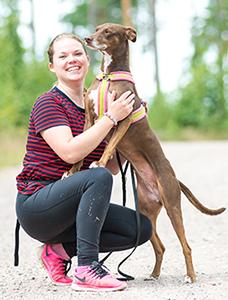 Annika Hallberg med hunden Dana