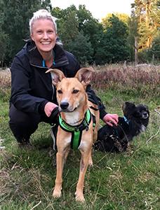 Ida G Boijsen med två hundar