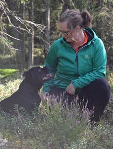 Malin Frandsen med hunden Roy