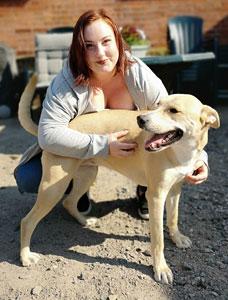 Bild på Anna ihop med sin hund